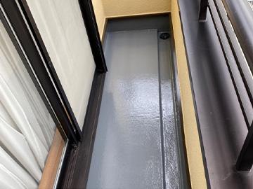 ベランダ防水:トップコート塗布